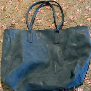 BIG TRAVEL TOTE BY SAKS 5th AVENUE